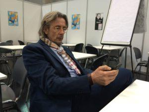 Christian Gräber im Einsatz auf der BUCH WIEN - Mails checken muss zwischendurch sein ...